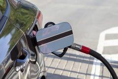 Flaga Botswana na samochodowym ` s paliwa napełniacza łopocie fotografia royalty free