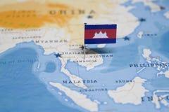 Flaga Cambodia w światowej mapie zdjęcie stock