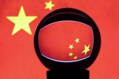 Flaga Chiny w odbiciu na kryształowej kuli fotografia stock