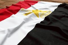 Flaga Egipt na drewnianym biurka tle Jedwabniczej egipcjanin flagi odg?rny widok fotografia royalty free