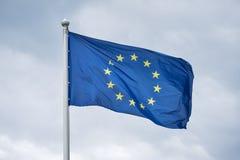 Flaga Europejski zjednoczenie trzepocze na wiatrze Obraz Stock