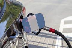 Flaga Gwatemala na samochodowym ` s paliwa napełniacza łopocie fotografia royalty free