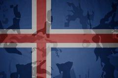 flaga Iceland na khakiej teksturze opancerzenia napadu ciała zakończenia pojęcia flaga zieleni m4a1 militarny karabinu s strzału  Obraz Stock
