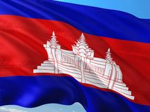 Flaga Kambod?a falowanie w wiatrze przeciw g??bokiemu niebieskiemu niebu Wysokiej jako?ci tkanina obraz stock