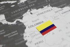 Flaga Kolumbia umieszczał na Kolumbia mapie światowa mapa fotografia royalty free