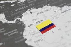 Flaga Kolumbia umieszczał na Kolumbia mapie światowa mapa obraz stock