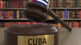 Flaga Kuba na spadać sądzi młoteczek w sądzie Krajowa sprawiedliwość lub jurysdykcja odnosić sie konceptualną 3D animację zbiory