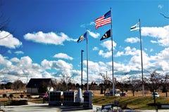 Flaga lata przy skałą honor fotografia royalty free