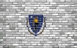 Flaga Massachusetts na ściana z cegieł Fotografia Royalty Free