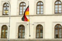 Flaga Niemcy przy słupem Obraz Royalty Free