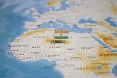 Flaga Niger w światowej mapie fotografia royalty free