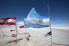 Flaga od różnorodnych krajów w Salar Uyuni, Boliwia Fotografia Stock