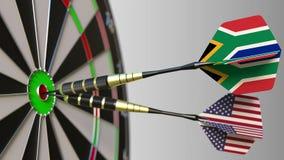 Flaga Południowa Afryka i usa na strzałkach uderza bullseye cel Międzynarodowy współpraca lub rywalizacja Zdjęcia Royalty Free
