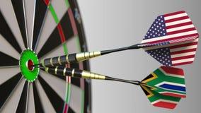 Flaga Południowa Afryka na strzałkach uderza bullseye cel i usa Międzynarodowy współpraca lub rywalizacja Obrazy Royalty Free