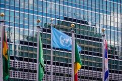 Flaga przy Narody Zjednoczone kwaterami głównymi - Nowy Jork, usa fotografia royalty free
