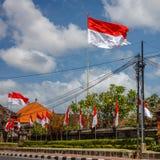 Flaga przy ulicami Bali przed świętowaniem na Indonezyjskim dniu niepodległości bali Indonesia fotografia royalty free