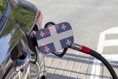 Flaga Quebec na samochodowym ` s paliwa napełniacza łopocie zdjęcie royalty free
