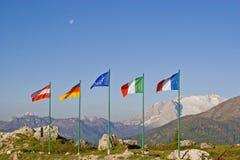 Flaga rząd na Falzarego przepustce obraz royalty free