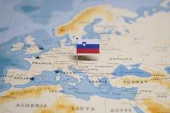 Flaga Slovenia w światowej mapie obraz royalty free