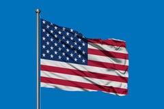 Flaga Stany Zjednoczone Ameryka falowanie w wiatrze przeciw głębokiemu niebieskiemu niebu usa bandery zdjęcie royalty free