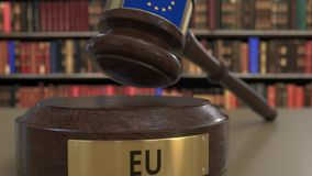 Flaga unia europejska na spadać sądzi młoteczek w sądzie Krajowa sprawiedliwość powiązany konceptualny 3D lub jurysdykcja zbiory