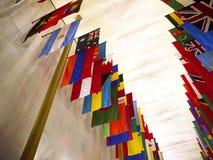 Flaga wszystkie narody przy John F Kennedy sztukami Centre w washington dc usa Obrazy Stock