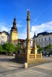 Flagele a coluna e a antiga câmara municipal, Ostrava, República Checa Fotos de Stock Royalty Free