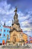 Flagele a coluna no quadrado principal de Jindrichuv Hradec, República Checa fotos de stock royalty free