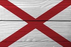 Flagga av Alabama på träväggbakgrund Textur för GrungeAlabama flagga, staterna av Amerika royaltyfria bilder