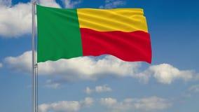 Flagga av Benin mot bakgrund av molnhimmel vektor illustrationer
