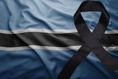 Flagga av Botswana med det svarta sörjande bandet Arkivbild