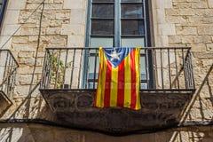Flagga av Catalonia i centret av Girona spain Royaltyfri Fotografi