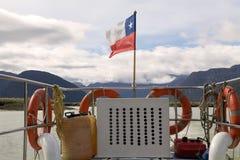 Flagga av Chile på den Exploradores fjärden, Patagonia, Chile Royaltyfri Foto