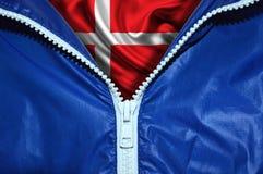Flagga av Danmark under den packade upp blixtlåset royaltyfria foton