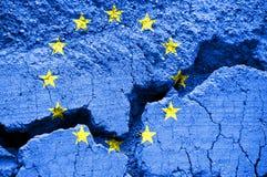 Flagga av den europeiska unionen på sprucken bakgrund royaltyfria foton