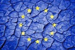 Flagga av den europeiska unionen på sprucken bakgrund royaltyfri fotografi
