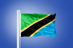 Flagga av det Tanzania flyget mot en blå himmel Royaltyfri Foto