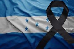 Flagga av Honduras med det svarta sörjande bandet Arkivfoto