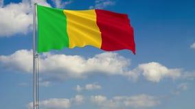 Flagga av Mali mot bakgrund av molnhimmel royaltyfri illustrationer