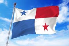 Flagga av Panama som framkallar mot en klar blå himmel Fotografering för Bildbyråer