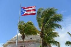 Flagga av Puerto Rico på Capitolio, San Juan Royaltyfria Foton