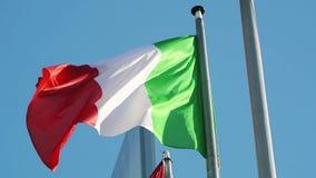 Flagga av Republiken Italien att vinka arkivfilmer
