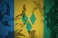flagga av Saint Vincent och Grenadinerna på den kaki- texturen gevär s för green m4a1 för flaggan för begreppet för closen för ar stock illustrationer
