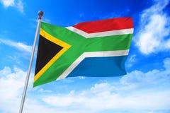 Flagga av Sydafrika som framkallar mot en blå himmel Royaltyfria Foton