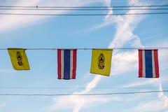 Flagga för Thailand konung Rama IX och nationsflagga av Thailand Arkivfoto