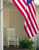 Flagga och gungstol Arkivbild