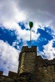 Flagga på en slott Arkivbilder