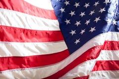 flagga USA amerikanska flaggan Amerikanska flaggan som blåser vind Arkivfoton