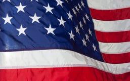 flagga USA amerikanska flaggan Amerikanska flaggan som blåser vind Arkivbilder