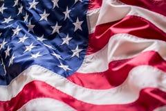 flagga USA amerikanska flaggan Amerikanska flaggan som blåser vind Fjärde - 4th av Juli Arkivbilder